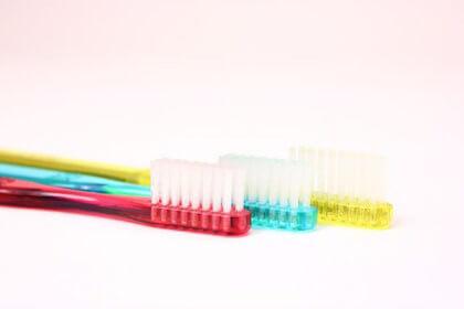 墨汁のシミを落とすときに役立つ歯ブラシ