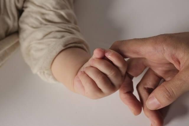 赤ちゃん(女の子)の手