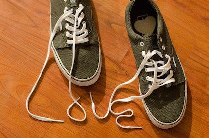 ホワイトデーを連想する靴ひもで作ったラブの文字