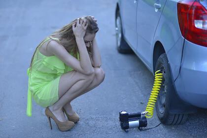 車のタイヤの交換時期 ひび割れはアウト!?新品タイヤの寿命は?