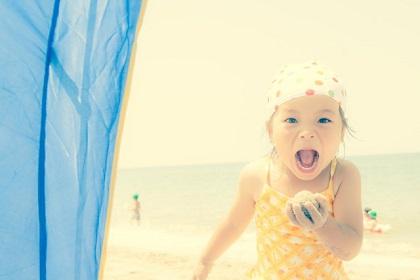 赤ちゃんの海水浴はいつから?脱水や日焼けが気になるママのオススメ対策